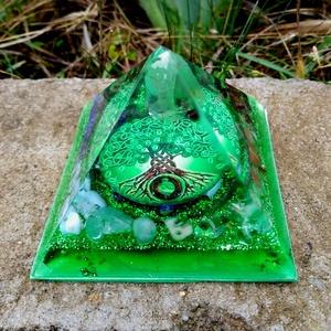 Orgonit piramis - Hét csakra, Otthon & Lakás, Dekoráció, Asztaldísz, Mindenmás, Zöld életfás orgonit pramis hegyikristály csúccsal, a hét csakra köveivel. Tértisztításhoz, meditáci..., Meska