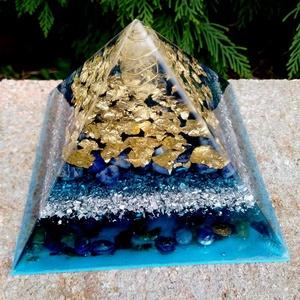 Orgonit piramis  - Dumortierit, Szodalit, Labradorit, Egészségmegőrzés, Szépségápolás, Mindenmás, Nagyon szép kék-arany orgonit piramis, Hegyikristály csúccsal, Dumortierit, Labradorit, Szodalit és ..., Meska