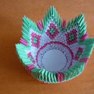 Asztali dísz- /kínáló/ tál, Dekoráció, Otthon & lakás, Lakberendezés, Asztaldísz, Kaspó, virágtartó, váza, korsó, cserép, Papírművészet, A szép színek harmóniája ihlette a tál elkészítését. A tál origami papírhajtogatási technikával kész..., Meska