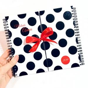 Nőknek NÉVRE SZÓLÓ 2020-as AJÁNDÉK Határidőnapló / Produktivitás napló / Csajos karácsonyi ajándék ötlet - Pöttyös Piros, Otthon & lakás, Naptár, képeslap, album, Jegyzetfüzet, napló, Naptár, Fotó, grafika, rajz, illusztráció, Könyvkötés, Ez nem csak egy átlagos NAPLÓ! Kérd NÉVVEL! IGAZI EGYEDI prémium minőségű TRENDI AJÁNDÉK nőknek! A s..., Meska