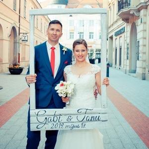 Rusztikus esküvői keret fotózáshoz, Helyszíni dekor, Dekoráció, Esküvő, Festett tárgyak, Famegmunkálás, Rusztikus esküvői keret, egyedileg feliratozva az esküvő dátuma szerint a pár nevére. Használt fa el..., Meska