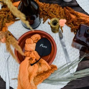 Géz szalvéta, Esküvő, Dekoráció, Asztaldísz, Festett tárgyak, Színre festett géz szalvéta, mely különleges dekoreleme az asztali kompozíciónak és a terítéknek. Eg..., Meska