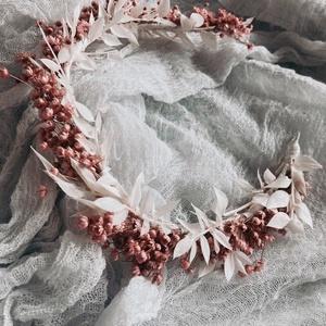 Szárazvirág fejdísz, Esküvő, Hajdísz, Fejkoszorú, Virágkötés, Szárazvirágból készült, kétszínű fejdísz. Kérheted szalaggal is, de a rögzítést egyszerűen megoldhat..., Meska