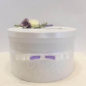 Levendulás selyemvirág nászajándékgyűjtő doboz, Esküvő, Nászajándék, Esküvői dekoráció, Papírművészet, Virágkötés, Halványlila, fehér rózsákkal és levendulával ékesített selyemvirággal díszített hófehér kör alakú ka..., Meska