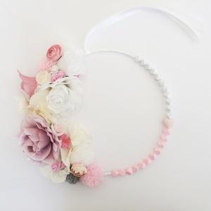 Rózsaszín virágos pompomos gyerekszoba dísz, ajtódísz, fali dísz, , Otthon & Lakás, Dekoráció, Ajtódísz & Kopogtató, Virágkötés, Rózsaszín virágos pomomos fali dísz gyerekszobába\nMinőségi selyemvirágból és pompomokból készült kör..., Meska