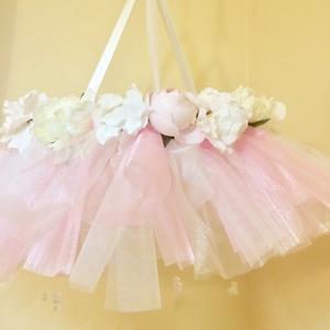 Rózsaszín balerinás kiságyforgó, Otthon & lakás, Gyerek & játék, Gyerekszoba, Mobildísz, függődísz, Virágkötés, Mindenmás, Rózsaszín és fehér organzából, illetve fehér tüllből készült kiságy fölé helyezhető forgó, függődísz..., Meska