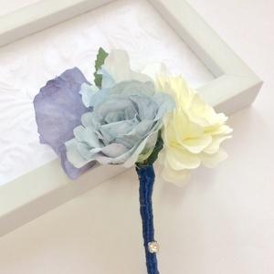 Királykék hortenzia rózsa ombre vőlegény tanú kitűző, Kitűző, Kiegészítők, Esküvő, Mindenmás, Virágkötés, Királykék és fehér rózsából valamint színátmenetes hortenziából készült egyedi vőlegény vagy tanú ki..., Meska