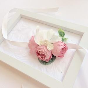 Rózsaszín boglárkás menyasszonyi koszorúslány esküvői csuklódísz, Esküvő, Hajdísz, ruhadísz, Esküvői ékszer, Mindenmás, Virágkötés, Boglárka, az örök kedvenc! Halvány rózsaszín apró boglárkás csuklódíszt az igazi romantikus vintage ..., Meska