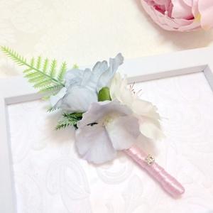 Pasztell rózsaszín és halványkék vőlegény kitűző, Esküvő, Férfiaknak, Vőlegényes, Hajdísz, ruhadísz, Mindenmás, Virágkötés, Ez a két szín csodás összhangot alkot. Pasztell rózsaszín és halványkék rózsából és barackvirágból k..., Meska