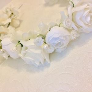Fehér selyemvirágos esküvői hajkoszorú, hajráf, koszorúslanyoknak is, Esküvő, Hajdísz, ruhadísz, Gyerek & játék, Baba-mama kellék, Mindenmás, Virágkötés, Fehér selyemvirágokból készítettem romantikus hajoszorút, mely akár hajráfként is hordható. Alapját ..., Meska