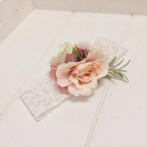 Rózsaszín selyemvirágos újszülött hajpánt csipkével, Gyerek & játék, Baba-mama kellék, Esküvő, Hajdísz, ruhadísz, Táska, Divat & Szépség, Ruha, divat, Hajbavaló, Hajpánt, Mindenmás, Virágkötés, Rózsaszín selyemvirágos újszülött hajpánt. Alapja rugalmas fehér csipke. A virágdísz mérete 6x7 cm, ..., Meska