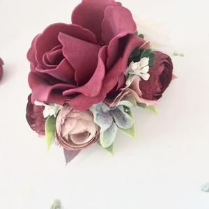 Bordó (burgundi) menyasszonyi fésűs hajdísz, Esküvő, Hajdísz, ruhadísz, Mindenmás, Virágkötés, Bordó selyemvirágból és habrózsából készült menyasszonyi fésűs hajdísz. Műanyag fésű alapra építve.\n..., Meska
