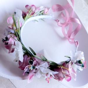 Mályva színvilágú esküvői koszorúslány hajkoszorú, fehér és lila rózyával, Esküvő, Hajdísz, Fejkoszorú, Virágkötés, Meska