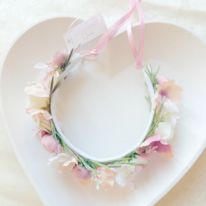 Mályva színvilágú esküvői koszorúslány hajkoszorú, fehér rózsával és mályva boglárkával, Esküvő, Hajdísz, Fejkoszorú, Virágkötés, Meska