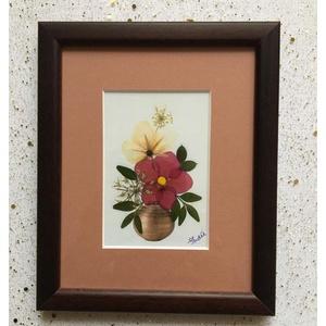 Falikép préselt virággal TIR1 03, Otthon & Lakás, Dekoráció, Kép & Falikép, Mindenmás, Préselt virággal készült egyedi alkotás. Falikép, rámázva. \nMérete 14,5x17,5 cm. \n\nSzállitáskor bubo..., Meska