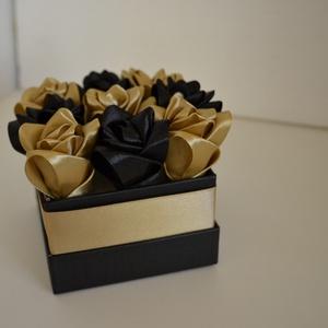 Rózsadoboz fekete-arany rózsákból (oszkoorsi) - Meska.hu