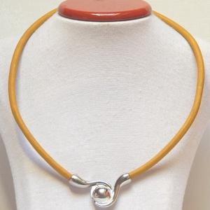 Nyaklánc különleges mágneszárral, Medálos nyaklánc, Nyaklánc, Ékszer, Ékszerkészítés, 5 mm vastag sárga színű bőrszálból készült a nyaklánc. \nA különleges mágneszár egyben a dísze is!\n\nS..., Meska