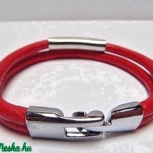 Piros bőrkarkötő, Ékszer, Karkötő, Nyaklánc, Ékszerkészítés, Piros bőrből készült a két soros karkötő egyszerű, de elegáns szerelékekkel.\n\n\n, Meska