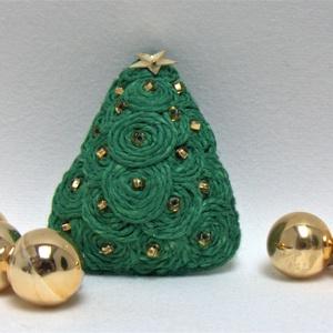 Karácsonyi bross- a természetes anyagok kedvelőinek, Ékszer, Kitűző & Bross, Kitűző, Varrás, Hímzés, 3 különböző méretű vastag filc lap a bross alapja , ettől lett domború. Kenderből készült apró  csig..., Meska