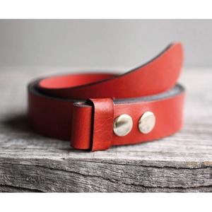 Piros marhabőr patentos öv, Öv, Öv & Övcsat, Ruha & Divat, Bőrművesség, Egy öv, számtalan variációs lehetőség!\n\nNagyon szép, cseresznyepiros színű patentos öv 100% marhabőr..., Meska