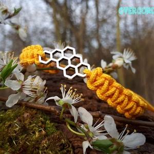 KAPTÁR paracord karkötő, Ékszer, Karkötő, Ékszerkészítés, Csomózás, Méhsejteket mintáz ez az összekötő, amit stílusosan sárga microcord zsinórral formáltam karkötővé. :..., Meska