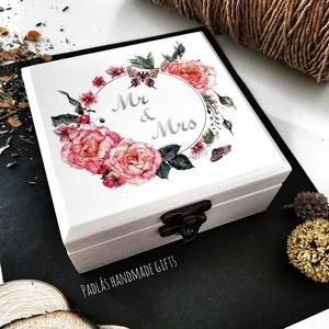 Gyűrűtartó doboz - lepkével és rózsákkal, Esküvő, Gyűrűpárna, Decoupage, transzfer és szalvétatechnika, Festett tárgyak, Esküvőre készülsz? Gyűrűtartó dobozt keresel? A legjobb helyen jársz, mert én elkészítem neked!\nFehé..., Meska