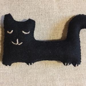Fekete macska, gyapjúfilcből, Otthon & Lakás, Varrás, Hímzés, Meska