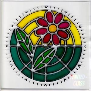 Virágos falióra, Otthon & lakás, Dekoráció, Lakberendezés, Falióra, óra, Egyéb, Festett tárgyak, Kézzel kifestett, gyönyörű színekben pompázó virágos falióra.\nMéret: 21 cm átmérő\nCsendesjárású óras..., Meska