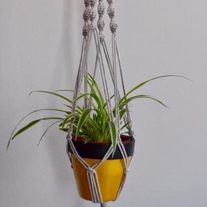 Painted Pot Studio - Makramé függő virágtartó - 100 cm, Otthon & Lakás, Dekoráció, Fonás (csuhé, gyékény, stb.), Egyszerű, boho stílusú függő virágtartó törtfehér színben.\n\nDobd fel a nappalit, hálót vagy az erkél..., Meska