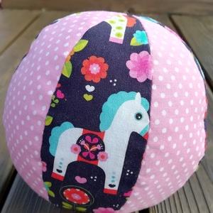 Pónis textil labda, Babalabda, 3 éves kor alattiaknak, Játék & Gyerek, Varrás, Színes-mintás textilből készült, közepes méretű puha rongylabda. Benti játékhoz is kiváló. \nÁtmérője..., Meska