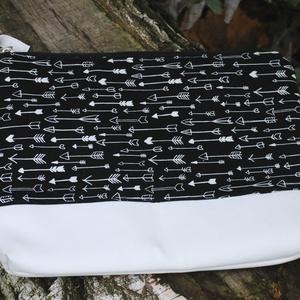 Fekete-fehér textilbőr tok, Táska & Tok, Laptop & Tablettartó, Ebook & Tablet tok, Varrás, Netbooktartónak is használható, fehér textilbőrből és designer textilből készült tok.\nMérete: 32 x 2..., Meska