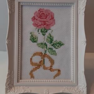 Keretezett kép - egy szál virág , Otthon & lakás, Lakberendezés, Falikép, Azonnal vihető darab.  Keretezett, keresztszemes hímzéssel készült kép.  Mérete 11*16, kerettel 17*2..., Meska