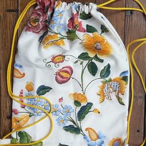 Hátizsák  - magyaros, Táska, Divat & Szépség, Táska, Neszesszer, Mintás anyagból készült hátizsák.  Mérete 33x42  Ajándéknak is kitűnő!  Személyes átvétel lehetséges..., Meska