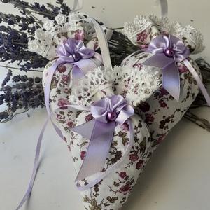 Levendula tölcsér, Otthon & lakás, Lakberendezés, Ajtódísz, kopogtató, Dekoráció, Dísz, Esküvő, Varrás, 100 % pamutvászon ekrü csipke dísszel (1,5 cm) akasztó: 7 cm\nDíszítés: halványlila virág szimbólum 8..., Meska