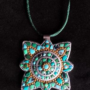 Tibeti stílusú türkiz nyaklánc (ezüst-arany), Ékszer, Medálos nyaklánc, Nyaklánc, Kézzel készített,egyedi,különleges antik hatású,tibeti stílusú nyaklánc polymer clay-ből,sötétzöld s..., Meska