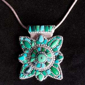 Tibeti stílusú türkiz nyaklánc (ezüst), Ékszer, Medálos nyaklánc, Nyaklánc, Kézzel készített,egyedi,különleges antik hatású,tibeti stílusú,ezüst színű nyaklánc polymer clay-ből..., Meska