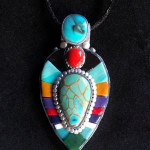 Csepp alakú,színes mozaik nyaklánc, Ékszer, Medálos nyaklánc, Nyaklánc, Kézzel készített,egyedi,különleges hatású színes nyaklánc polymer clay-ből, fekete színű,sima megköt..., Meska