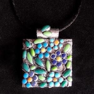 Kék virágos nyaklánc, Ékszer, Medálos nyaklánc, Nyaklánc, Kézzel készített,egyedi,különleges antik hatású, romantikus stílusú, virágos nyaklánc polymer clay-b..., Meska