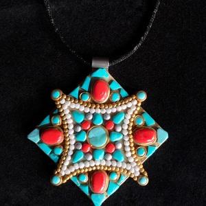 Tibeti stílusú türkiz-korall nyaklánc (arany), Ékszer, Medálos nyaklánc, Nyaklánc, Kézzel készített,egyedi,különleges antik arany hatású, tibeti stílusú nyaklánc polymer clay-ből,kora..., Meska