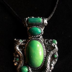 """Zöld köves """"Dragon"""" nyaklánc, Ékszer, Nyaklánc, Medál, Ékszerkészítés, Gyurma, Kézzel készített,egyedi, különleges antik hatású nyaklánc polymer clay-ből,fekete színű,sima megkötő..., Meska"""