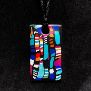 Tarka nyaklánc, Ékszer, Medálos nyaklánc, Nyaklánc, Kézzel készített,egyedi,tarka nyaklánc,téglalap alakú medállal,polymer clay-ből,fekete színű,sima me..., Meska