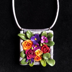 Virágláda nyaklánc, Ékszer, Medálos nyaklánc, Nyaklánc, Kézzel készített,egyedi,vidám színű nyaklánc polymer clay-ből,színes mini virág díszítéssel,ezüst sz..., Meska