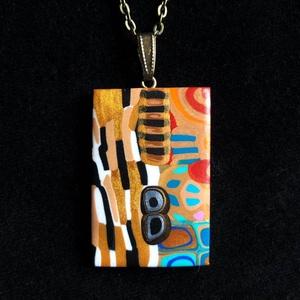 Klimt stílusú nyaklánc, Ékszer, Medálos nyaklánc, Nyaklánc, Kézzel készített,egyedi,Gustav Klimt stílusú nyaklánc polymer clay-ből,téglalap alakú medállal,sárga..., Meska