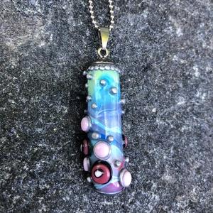 Mini amulett, Ékszer, Nyaklánc, Medálos nyaklánc, Ékszerkészítés, Gyurma, Kézzel készített, egyedi, különleges üveghatású amulett polymer clay-ből, orvosi acél bogyós lánccal..., Meska