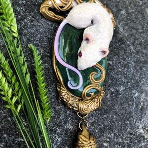 """Antik hatású """"mouse"""" nyaklánc, Ékszer, Nyaklánc, Medálos nyaklánc, Ékszerkészítés, Gyurma, Kézzel készített, egyedi, antik hatású, art nouveau stílusú nyaklánc polymer clay-ből, sötétzöld kőu..., Meska"""