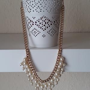 Gyöngyös rövid arany nyaklánc, Ékszer, Nyaklánc, Ékszerkészítés, Rövid arany nyaklánc, natúr színű gyöngyökkel díszítve.\nDelfinkapoccsal zártam, a hosszúsága állítha..., Meska