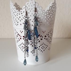 Kék láncos fülbevaló, Csillár fülbevaló, Fülbevaló, Ékszer, Ékszerkészítés, Fülbevaló kék gyöngyökkel, ezüst láncokkal, Meska