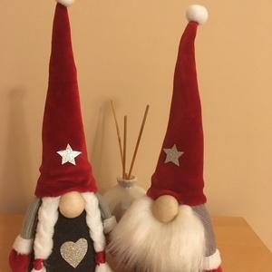 Karácsonyi szakállas piros-szürke manó pár, Otthon & Lakás, Karácsony & Mikulás, Mikulás, Varrás, Egyedi készítésű aranyos karácsonyi szakállas manó pár, piros szürke színben.\nRizs és poliészter töl..., Meska