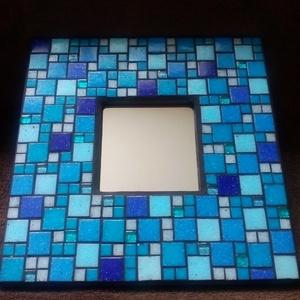 Azúrkék tükör, Dekoráció, Otthon & lakás, Kép, Lakberendezés, Képkeret, tükör, Mozaik, Többféle kék színű üvegmozaikokkal díszített tükör, a mozaikok között fekete színű fugával.\nA mozaik..., Meska