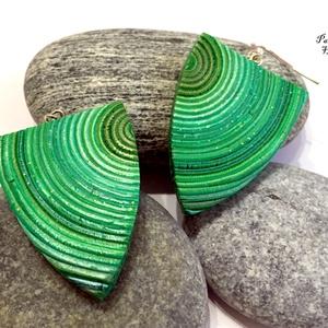 Zöld fülbevaló, Ékszer, Fülbevaló, Ékszerkészítés, Gyurma, Zöld és arany színű ékszergyurmából készítettem ezt a fülbevalót. Különleges, egyedi darab.\nMérete :..., Meska